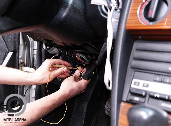 Ruptela Tco nyomkövető autóba építés közben