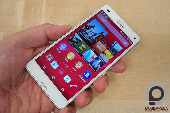 Sony Xperia Z3 Compact kézben tartva