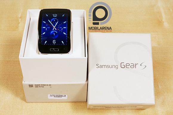 A Samsung Gear S a Note 4-hes hasonló, fehér csomagolást kapott