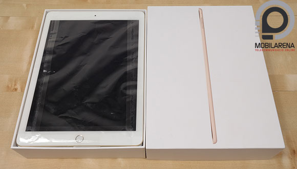 Az Apple iPad Air 2 fehér csomagolásban érkezett szerkesztőségünlbe