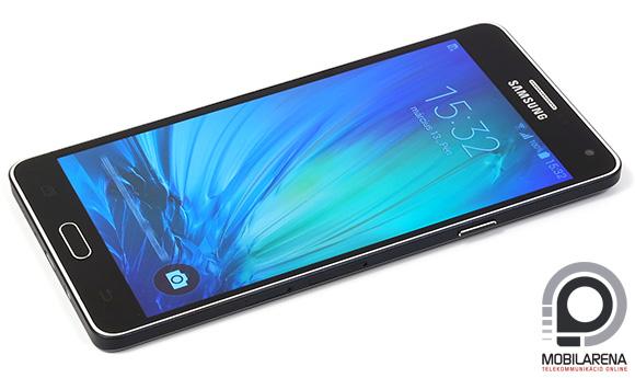 A Samsung Galaxy A7 matt hátlapja kissé csúszós