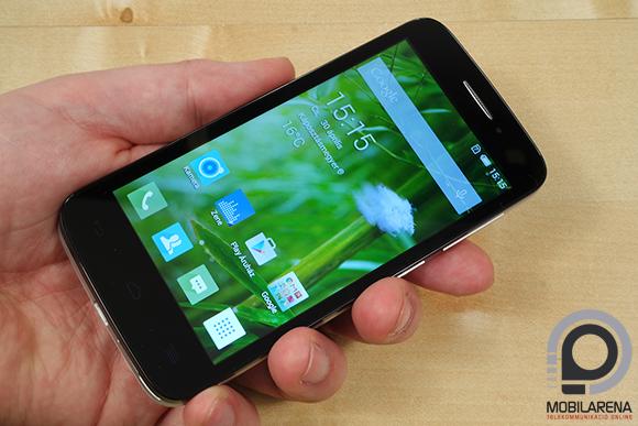 Alcatel One Touch Pop 2 (4.5) kézben tartva