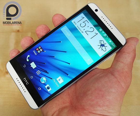HTC Desire 820 kézben tartva