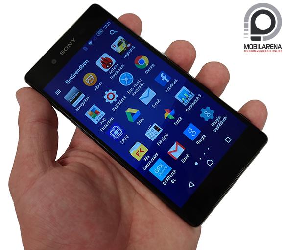 Sony Xperia Z3+ kézben tartva
