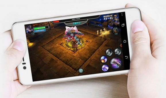A HTC Desire 728 BoomSound előlapi hangszórókkal hívja fel magára a figyelmet