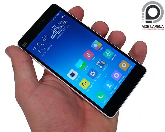 Xiaomi Mi 4c kézben tartva