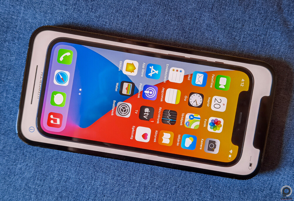 Simán elnyeli a Minit az iPhone 12 Pro Max